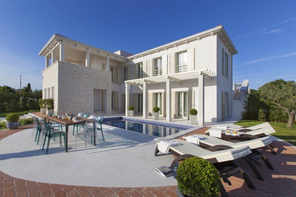 Mẫu nhà biệt thự sang chảnh đủ tiện nghi – Villa Cipriana post image