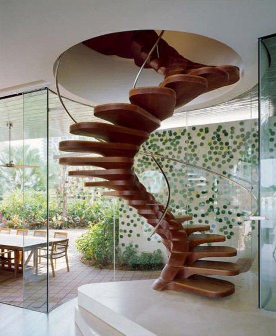 Một trung tâm nội thất thực sự, cầu thang này được thiết kế bởi Patrick Jouin. Sự kết hợp của các bậc thang bằng gỗ và lan can bằng thép tạo ra một cái nhìn thật sự đẹp và độc đáo.