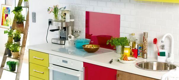 9 ý tưởng thiết kế nội thất cho không gian bếp nhỏ đẹp - Ý tưởng khéo léo trong sử dụng màu sắc
