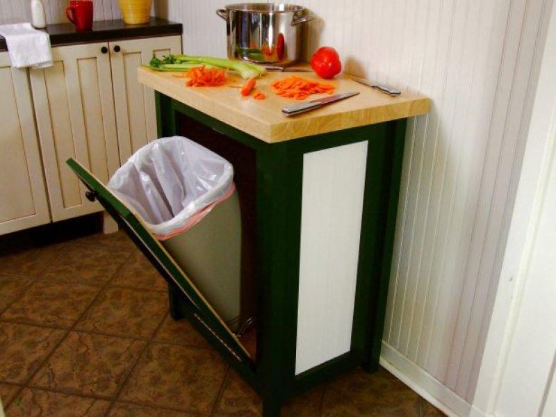 9 ý tưởng thiết kế nội thất cho không gian bếp nhỏ đẹp - Kết hợp tủ bếp hoặc bàn bếp với thùng rác
