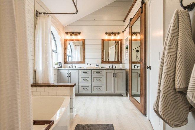 Mẫu phòng tắm đẹp với sự kết hợp tương phản của màu tường và gỗ trong thiết kế