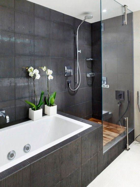 Hoa phong lan trắng sẽ dễ dàng thêm một hương vị Nhật Bản vào phòng tắm của bạn