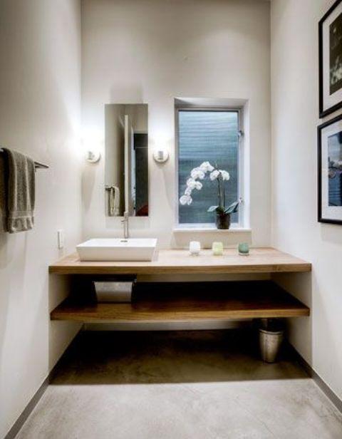 Phòng tắm Nhật Bản tối giản với các bức tường bê tông màu trắng và rừng nhẹ