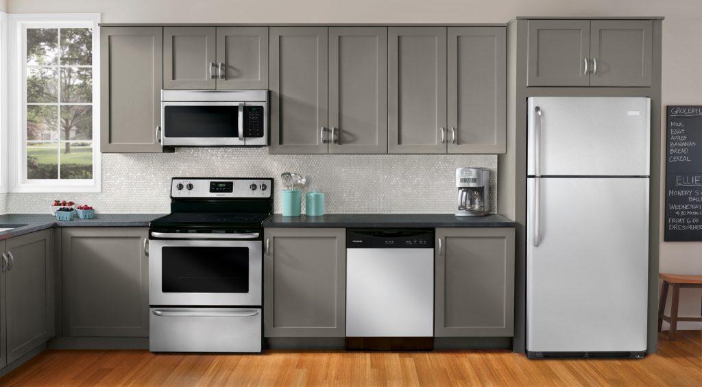 Màu ghi ấm được sử dụng rộng rãi trong thiết kế tủ bếp hiện đại