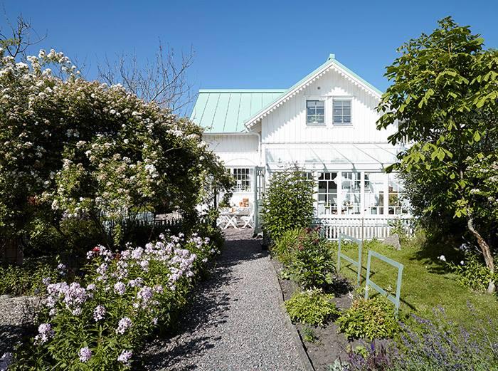 Mẫu biệt thự nhà vườn 1 tầng đẹp lung linh với tông màu trắng post image