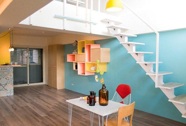 """Mẫu căn hộ nhỏ đẹp với """"nội thất ngũ sắc"""" cùng gác xép ấn tượng thumbnail"""