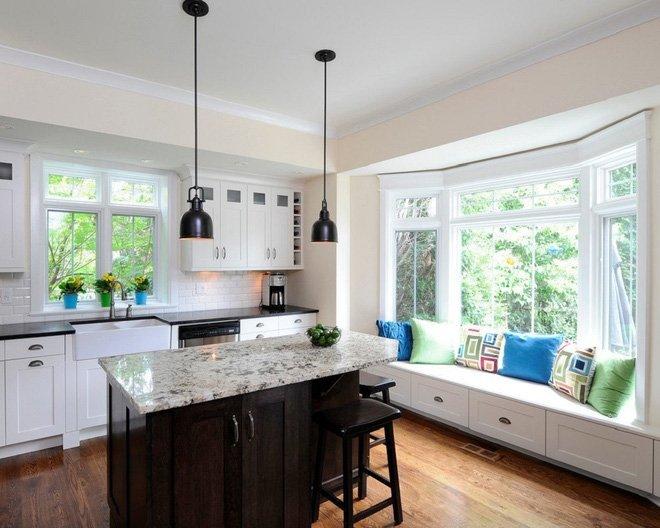 10 Mẫu thiết kế phòng bếp hiện đại với ghế ngồi cạnh gương cửa sổ thumbnail