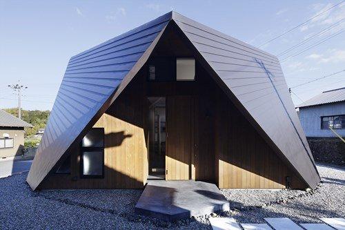 Kiến trúc nhà 2 tầng đẹp thiết kế mái độc đáo theo phong cách Nhật
