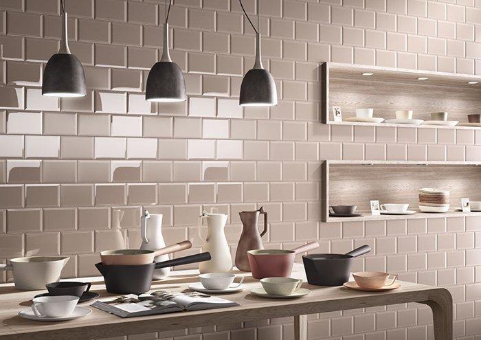 Mẫu nhà bếp đẹp hiện đại sử dụng gốm làm điểm nhấn