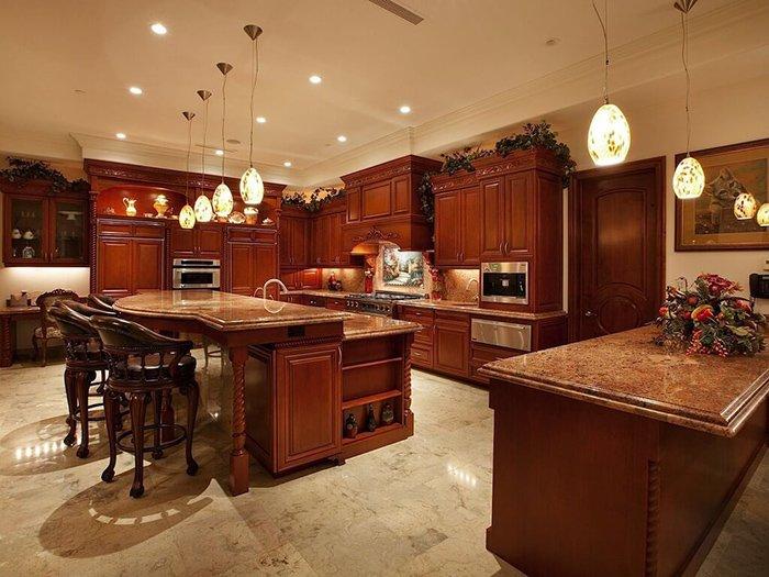 Xu hướng nhà bếp với nội thất gỗ và tràn đầy sự khác biệt