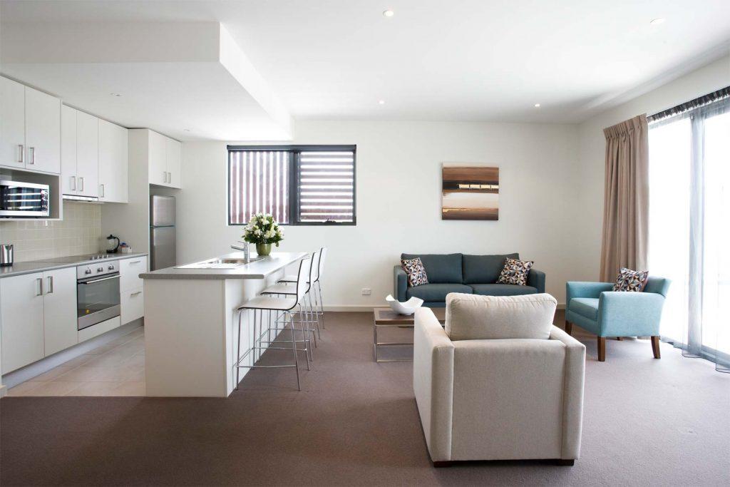 Phòng bếp kết hợp với phòng khách - Các giải pháp không gian bếp thỏa sức sáng tạo-17
