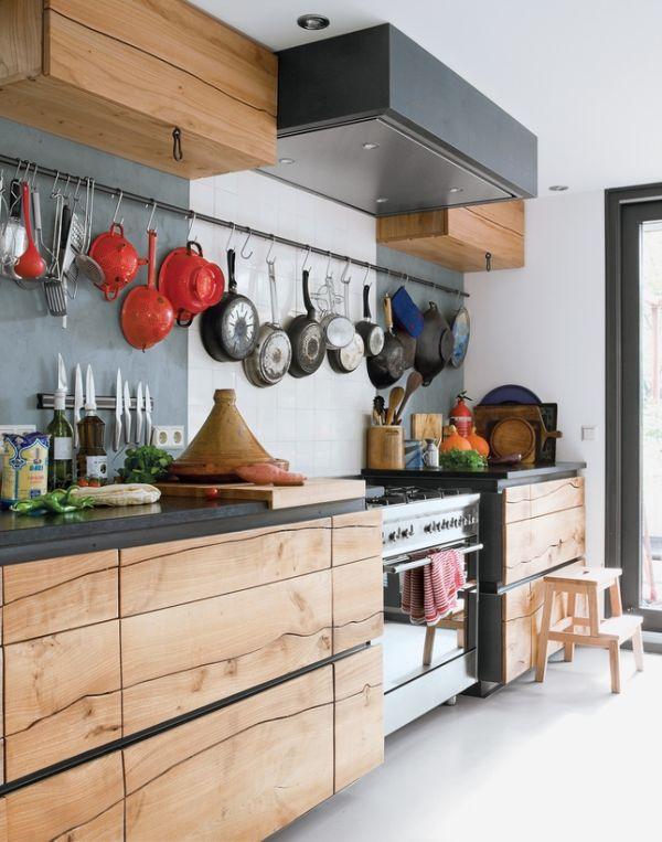 Cách tân trang nhà bếp 10:Thêm móc hoặc giá treo đồ