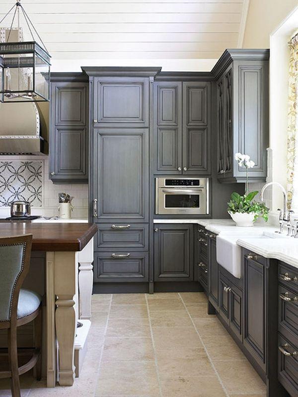 Cách tân trang nhà bếp 3:Sơn lại tủ, kệ bếp