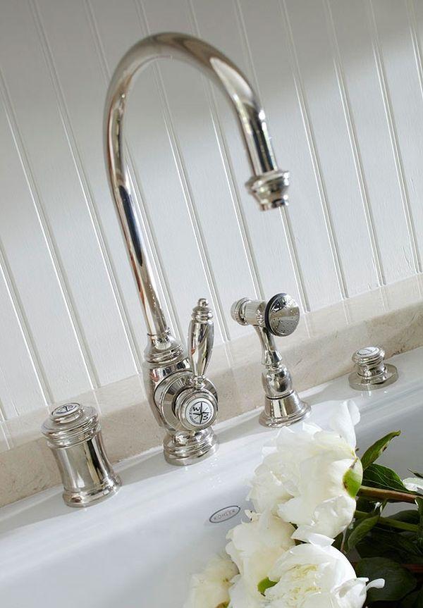 Cách tân trang nhà bếp 6:Thay vòi nước mới