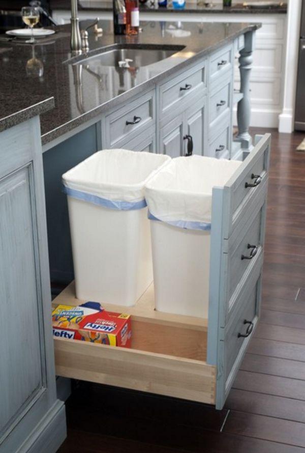Cách tân trang nhà bếp 7:Đặt thùng chứa rác vào trong một ngăn của tủ bếp