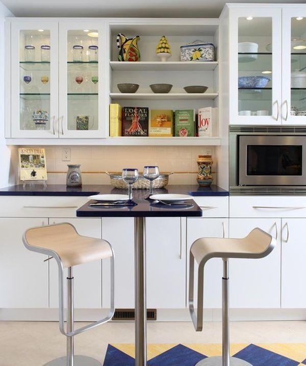 Cách tân trang nhà bếp 9:Thay cửa tủ kệ thành cửa kính