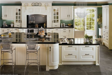 Tủ bếp gỗ sồi Mỹ sơn trắng-Tri ân khách hàng & bảo trì công trình tủ bếp nhà chị Hương thumbnail