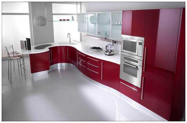 Mẫu tủ bếp hình chữ L đẹp phủ sơn PU với gam màu độc đáo, bóng gương + thiết kế cách tân thích hợp với những chung cư cao cấp, hiện đại