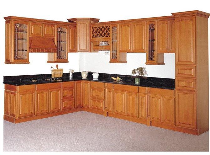 Mẫu tủ bếp chữ L gỗ tự nhiên đã qua tẩm sấy chống ẩm tốt, màu gỗ đẹp sang trọng