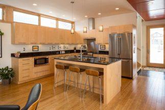 Bộ sưu tập 30 mẫu tủ bếp hình chữ l đẹp cho không gian thêm ấm áp