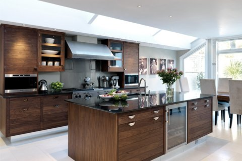 Tủ bếp gỗ óc chó – Hoàn thiện thiết bị công trình nhà chị Yến – Vinhome thumbnail