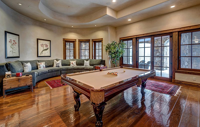 mẫu thiết kế phòng khách nhà biệt thự cao cấp, đẹp, sang trọng Châu Âu có bànBilliard