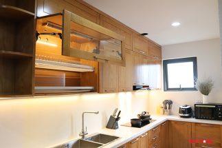 Tủ bếp gỗ sồi Mỹ – Hoàn thiện dự án không gian bếp nhà chú Vinh – Định Công post image