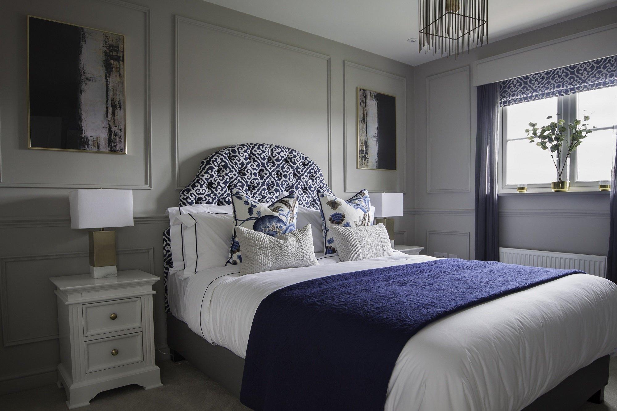 Mẫu thiết kế phòng ngủ nhà chung cư cao cấp tông màu trắng xanh