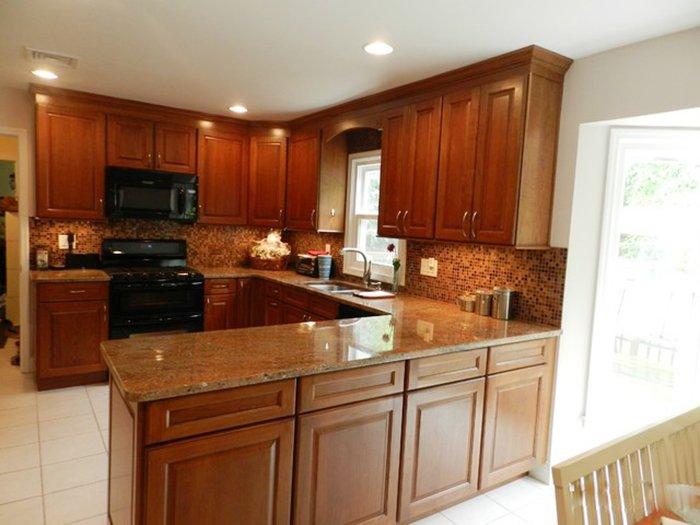 Một mẫu tủ bếp gỗ gõ đỏ thường được các gia chủ lựa chọn