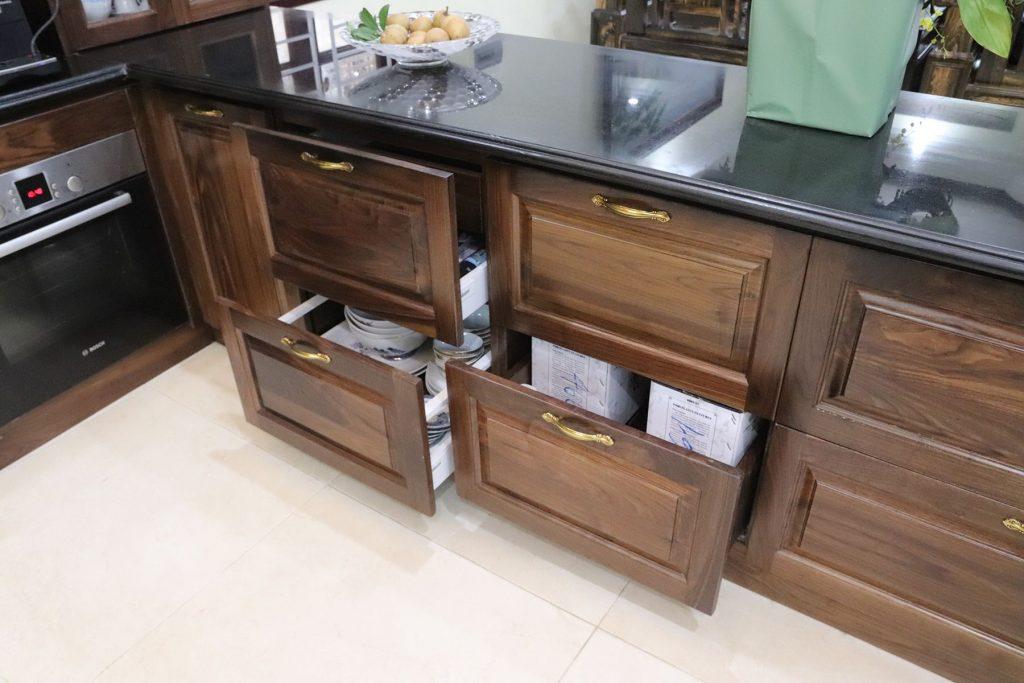 Tủ bếp gỗ óc chó cho cô Bích Pháp Vân