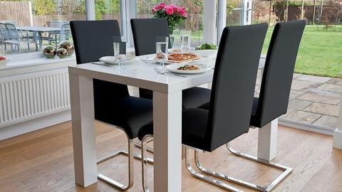 Mẫu bàn ăn 4 ghế cứng cáp kết hợp ghế quỳ