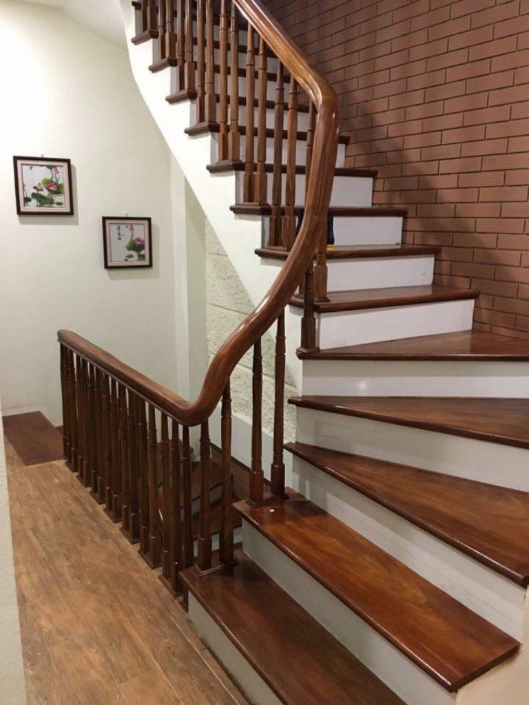 Mẫu cầu thang gỗ cho nhà ống